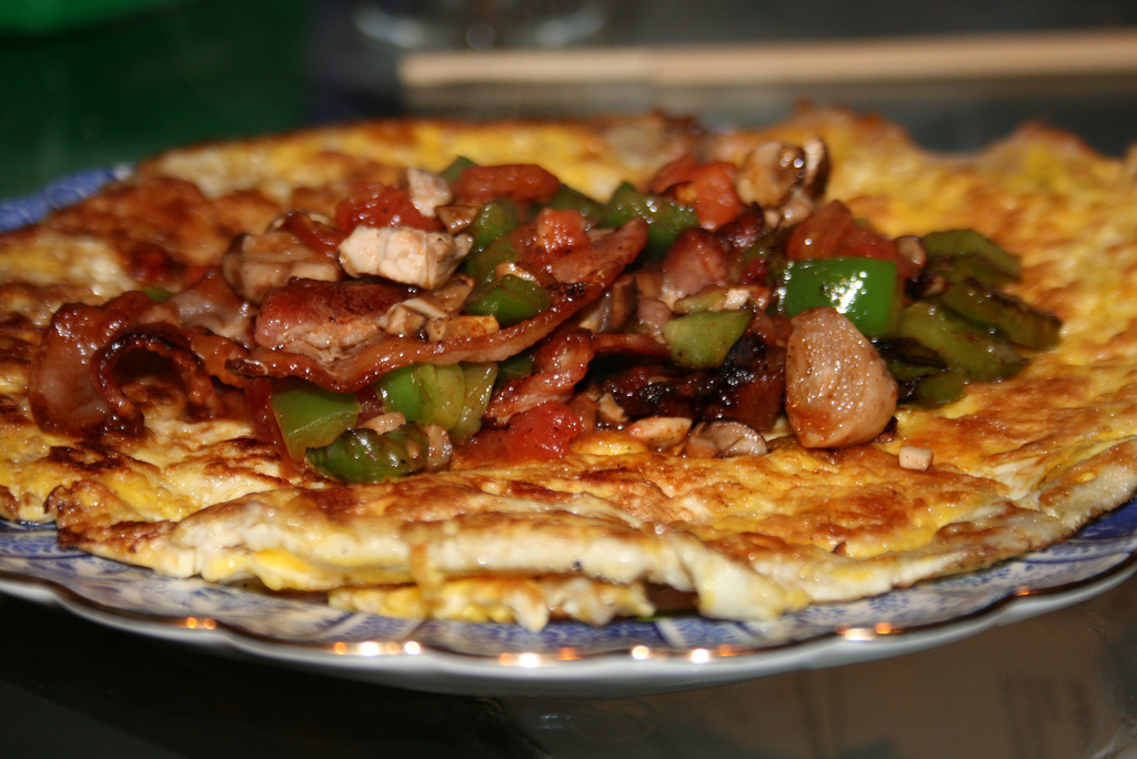 Atkins Diet: Bacon Omelette
