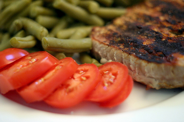 Ahi Tuna Steak, Green Beans, & Tomato