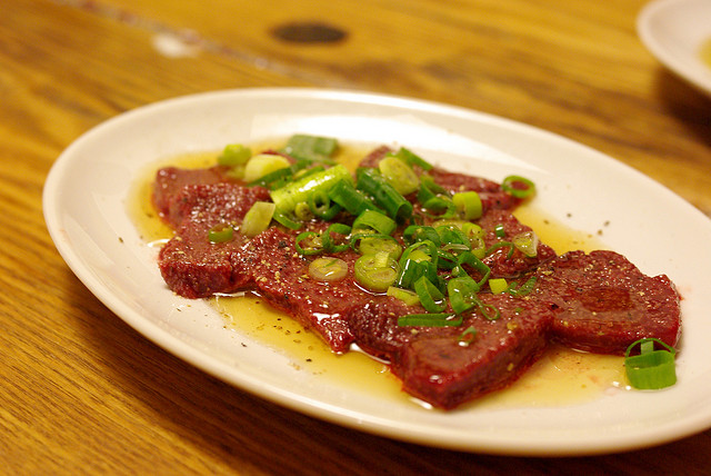 生レバ Beef liver sashimi