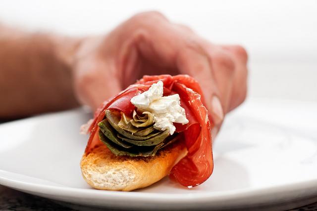 Carciofi bresaola e caprino, una delizia tutta Italiana ❤ Bresaola artichokes and cheese, a treat the whole Italian
