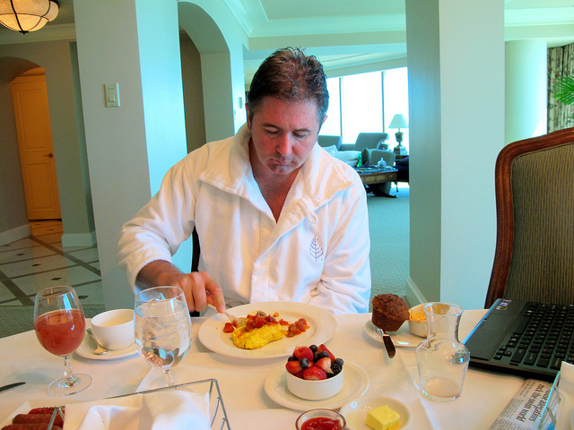 vegas suite : man eating omelette, four seasons, las vegas (2010)