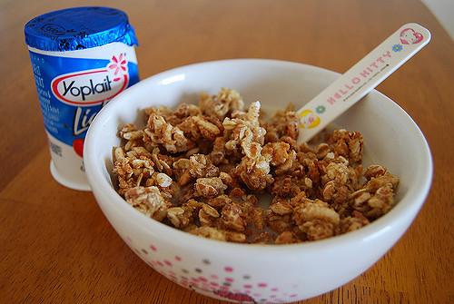 10 Healthiest Cereals To Mix With Yogurt
