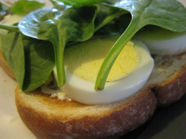 hard boiled egg and spinach sandwich